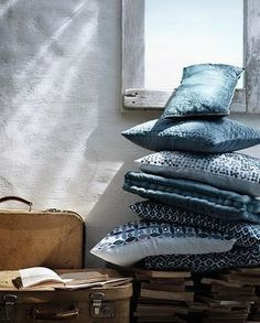 china-blue-cushions