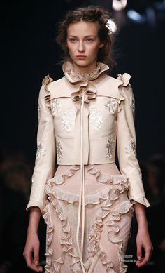 Alexander McQueen SS2016 Women's Fashion RTW | Purely Inspiration