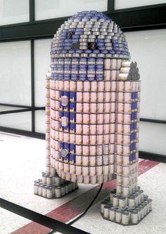 R2-D2 hecho con latas de atún