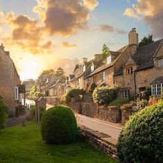 Bourton-on-the-Hill, Gloucestershire Cotswolds~ Photo: Britain Outdoors Courtesy of We Love England Facebook page