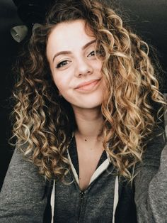 Gorgeous Brown Hairstyles with Blonde Highlights Ombre Hair ombre curly hair Blonde Highlights Curly Hair, Ombre Curly Hair, Brown Curly Hair, Colored Curly Hair, Brown Blonde Hair, Brunette Hair, Curly Hair Styles, Natural Hair Styles, Wavy Hair