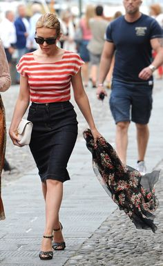 Kylie Minogue looks amazing in #dolcegabbana while out and about in Portofino