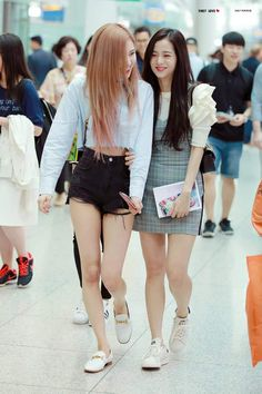 Image discovered by Yamila Labrin. Find images and videos about girl, kpop and rose on We Heart It - the app to get lost in what you love. School Looks, Blackpink Fashion, Korean Fashion, Kpop Outfits, Casual Outfits, Moda Kpop, Jenny Kim, Looks Style, My Style