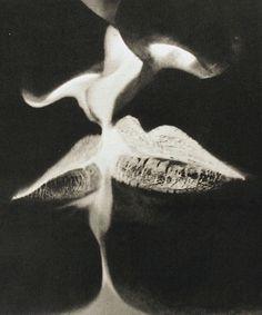Man Ray, 1935. Baiser en négatif.