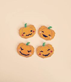 Et de 4 !  party ! Modèle déposé sous licence CC-BY-NC-ND-4.0, reproduction interdite à la vente. No commercial use.  #motifdanslatelierdesophie #citrouille#pumpkin#halloween#miyukiaddict#perlesandco#jenfiledesperlesetjassume#miyukibeads