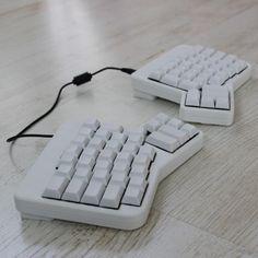 ErgoDox EZ – Fully Customizable Two-Piece Design Mechanical Keyboard