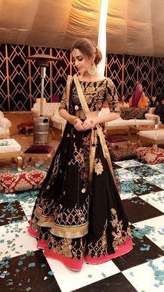 The latest collection of Lehenga choli designs online on happyshappy! Also available in simple, wedding, bridal, rajasthani styles images, find hairstyle on lehengas cholis ideas and save your favourite once. Indian Wedding Outfits, Pakistani Outfits, Indian Outfits, Lengha Choli, Indian Lehenga, Black Lehenga, Lehnga Dress, Saree Blouse, Pakistani Bridal