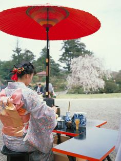 An outdoor tea ceremony in Okayama ©Okayama Prefecture/©JNTO