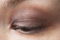 Clarins Ombre Iridescente Cream-to-Powder Eyeshadow Long-Lasting в оттенкке 07 silver plum