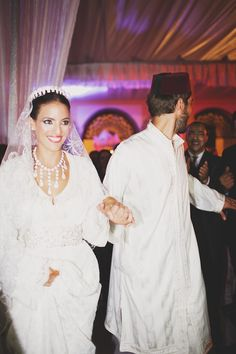 We look at part two of Leïla and Arnauld's beautiful Moroccan wedding in Casablanca with traditional ceremonies and gorgeous photographs by Claire Eliza Photography. Morrocan Dress, Moroccan Bride, Moroccan Wedding, Arab Wedding, Irish Wedding, Wedding Veils, Luxury Wedding, Wedding Hair, Casablanca
