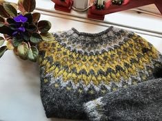 Ravelry: Project Gallery for Riddari pattern by Védís Jónsdóttir Icelandic Sweaters, Wool Sweaters, Knitting Stitches, Knitting Patterns, Diy Clothing, Textiles, Knitting Projects, Pretty Outfits, Knit Crochet