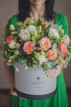Композиция в шляпной коробке АВИНЬОН #flowerbox #lejardinbotanique #студияjardin #букетвкробке #шляпныекоробки #flowersbox #bouquetbox