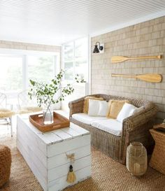 cottage decor Screened-in porch with wicker seating and woven accents for a breezy feel. A white-painted wood crate serves as a casual coffee table would be an easy DIY. Cottage Style Decor, Beach Cottage Style, Beach Cottage Decor, Coastal Cottage, Cottage Homes, Coastal Decor, Coastal Living, Cottage Porch, Modern Cottage