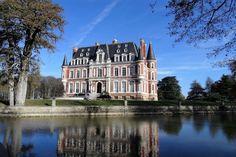 Château du XIXème siècle entièrement restauré et son parc de 12 ha Restaurant, Dream Homes, Houses, Mansions, Country, Architecture, House Styles, Castles, Park