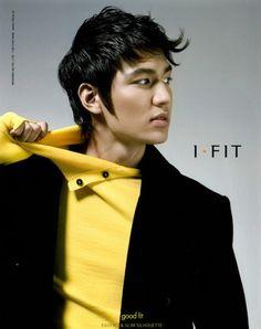 Lee Min Ho - black blazer & yellow sweater