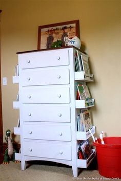DIY Kids Bookshelves Made with Old Drawers and Ikea Spice Racks: Turn the old drawers like this one into a creative and stylish bookshelves for your kids with some white spraypaint and the IKEA spice (Diy Furniture Ideas) Diy Furniture Hacks, Furniture Makeover, Diy Kids Bedroom Furniture, Book Furniture, Diy Dresser Makeover, Dresser Makeovers, Building Furniture, Furniture Projects, Furniture Design