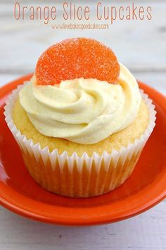 Orange Slice Cupcakes get off to an easy start with a doctored up cake mix. Top it off with a simple, but delicious homemade orange buttercream frosting! These babies are perfect for summer parties! Cake Mix Cupcakes, Summer Cupcakes, Orange Cupcakes, Orange Slice Candy Recipe, Orange Slice Cake, Cupcake Flavors, Cupcake Recipes, Cookie Recipes, Cupcake Ideas