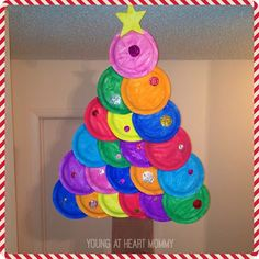 Young At Heart Mommy: Holiday Craft: Painted Paper Plate Christmas Tree! Christmas Art For Kids, Christmas Paper Plates, Christmas Tree Garland, Christmas Diy, Christmas Decorations, Kids Crafts, Easter Crafts, Preschool Crafts, Holiday Crafts