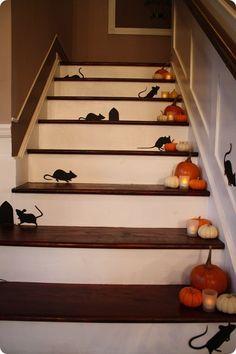 halloween deko treppen mäuse silhouetten kürbisse kerzen