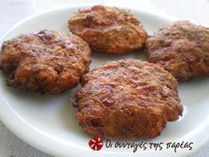 Ntomatokeftedes (Tomato Patties) and Summer escapes: Part I - Evia - Kopiaste.to Greek Hospitality Cyprus Food, Greek Appetizers, Greece Food, Vegetarian Recipes, Cooking Recipes, Greek Cooking, Crunch, Greek Dishes, Greek Recipes