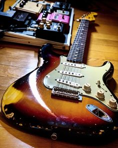 "Eiichi on Instagram: "". . 来週は暖かくなるってさ . #fender #fendercustomshop #fenderstrat #fenderstratocaster #strat #stratocaster #relic  #straturday #stratpride #throbak…"" Guitar Rig, Guitar Wall, Guitar Players, Music Guitar, Fender Stratocaster, Epiphone, Fender Vintage, Gibson Les Paul, Electric Guitars"