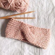 Crochet Baby Turban Hat New Ideas Loom Knitting, Knitting Stitches, Baby Knitting, Knitting Patterns, Crochet Patterns, Knit Headband Pattern, Knitted Headband, Knitted Hats, Handmade Headbands