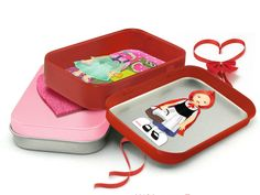 Cute Altoid's tin tutorial plus a Valentine's freebie from Sugarcooky Graphics
