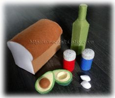 Felt Food Patterns - Bread and Avocado Set - Bread Loaf, Olive Oil, Salt & Pepper Shake, Avocado with Pit (Felt Patterns and Tutorials via Email) from Umecrafts Felt Food Patterns, Pdf Sewing Patterns, Felt Diy, Felt Crafts, Easy Crafts, Felt Fruit, Sushi Set, Felt Play Food, Pattern Paper