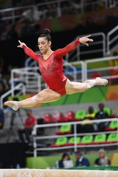 Aly Raisman (USA) crushes her beam routine on her way to Silver in the All-Around, behind teammate and Gold medalist Simone Biles. Team Usa Gymnastics, Gymnastics Routines, Gymnastics World, Amazing Gymnastics, Gymnastics Videos, Gymnastics Posters, Artistic Gymnastics, Olympic Gymnastics, Olympic Sports