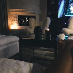 Kylie Jenners Instagram is full of Inspiration!  I love the dark look of this room. TheTrendTraveler.com