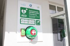 Sopot Pier, which over the years visited approx. 2 million people, is equipped with a portable defibrillator AED. This is the first AED installed outdoors in Pomerania, available in a public place 24 hours. a day, 365 days a year, regardless of the weather.  The official transfer of equipment to the public took place on Tuesday (26 August).  Installed Philips AED is a device that allows to save lives during cardiac arrest.