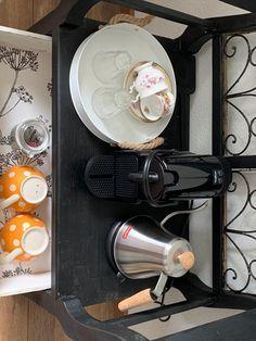 onze gasten kunnen op de kamer zelf koffie en thee maken. Bed And Breakfast, Nespresso, Coffee Maker, Kitchen Appliances, Coffee Maker Machine, Diy Kitchen Appliances, Coffee Percolator, Home Appliances, Coffee Making Machine
