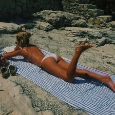 I seriously need a topless, tropical winter beach trip 🌞