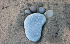 Pebble Footprints  -- would be so cute along a path, in the garden or around the pool!