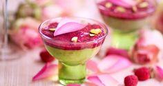 Pistage är en dessertfavorit, speciellt om den får flörta med en lätt blommig hallongelé med chiafrön. Toppa med några blomblad och Alla hjärtans dag-middagen är fulländad.