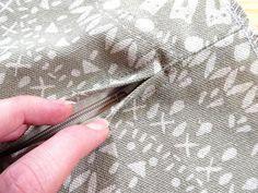 [DIY] – Kissenbezug / Kissenhülle nähen mit Reißverschluss, und warum muss ic… [DIY] – Cushion cover / cushion cover sew with zipper, and why do I have to chain the fabric? Diy Cushion Covers, Cover Pillow, Cushion Pillow, Thrift Store Crafts, How To Start Knitting, Homemade Crafts, Diy Pillows, Throw Pillows, Brochure Design