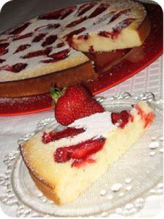 Gyors epres torta recept képpel. A recept hozzávalói és elkészítése részletes leírással és fotóval. A gyors epres torta elkészíétse:  A margarint kihabosítjuk a cukorral, majd hozzá... Cheesecake, Desserts, Food, Tailgate Desserts, Deserts, Cheese Cakes, Eten, Postres, Dessert