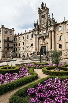 El Seminario Mayor de Santiago de Compostela, construído sobre un viejo monasterio benedictino del siglo X, es considerado en la actualidad como el segundo edificio religioso más grande de España, después del Monasterio del Escorial.