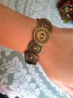Make it yourself: Button Bracelet
