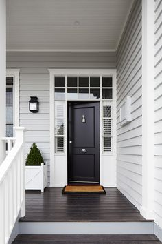 Grey Exterior Paint Colour Schemes Luxury Light Grey Siding White Trim Around Windows and Front Door Exterior Colonial, Café Exterior, Exterior Design, Craftsman Exterior, Traditional Exterior, Craftsman Style, Black Front Doors, Front Door Colors, Black Door