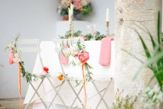 Sweetheart table   Claire Graham Photography    see more on: http://burnettsboards.com/2015/04/coral-peach-wedding-editorial/