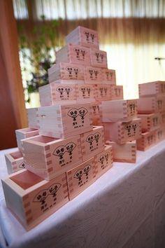 名前入りの升でゲストに振る舞い酒♡ 披露宴でやりたい鏡割り・鏡開きのアイデア。