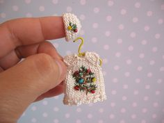 Miniatur Kleid, Mütze für OOAK Baby Mniature polymer clay doll clothes handmade Made by Mam-m-mi http://www.ebay.de/usr/mam-m-mi