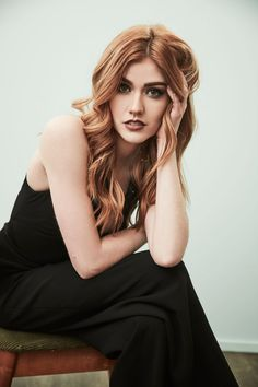 Katherine McNamara from ABC's 'Shadowhunters' poses in the Getty Images Portrait Studio at the 2017 Winter Television Critics Association press tour at the Langham Hotel on January 2017 in Pasadena, California. Katherine Mcnamara, Kat Mcnamara, Gossip Girl, Beautiful Redhead, Beautiful People, Pretty Little Liars, Shadow Hunters, Red Hair, Redheads