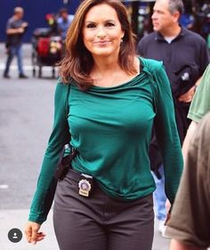 No Bra Mariska Hargitay Law And Order Svu The Best
