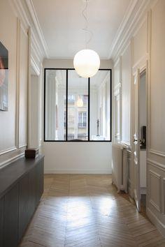 Une réalisation WOM Design smg@womdesign.fr Création d'une verrière pour perspective couloir et bureau Appartement Haussmanien Paris 17ème