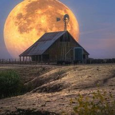 Solve Barn jigsaw puzzle online with 81 pieces Farm Barn, Old Farm, Country Barns, Country Life, Beautiful Moon, Beautiful Places, Old Windmills, Barn Pictures, Shoot The Moon