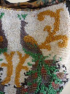 http://forums.vintagefashionguild.org/threads/help-dating-an-old-beaded-purse.41505/
