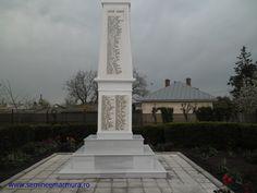 monument placat cu marmura