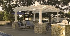 Arched pergola on stone blocks ... What a look!